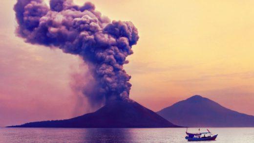 Извержение вулкана.